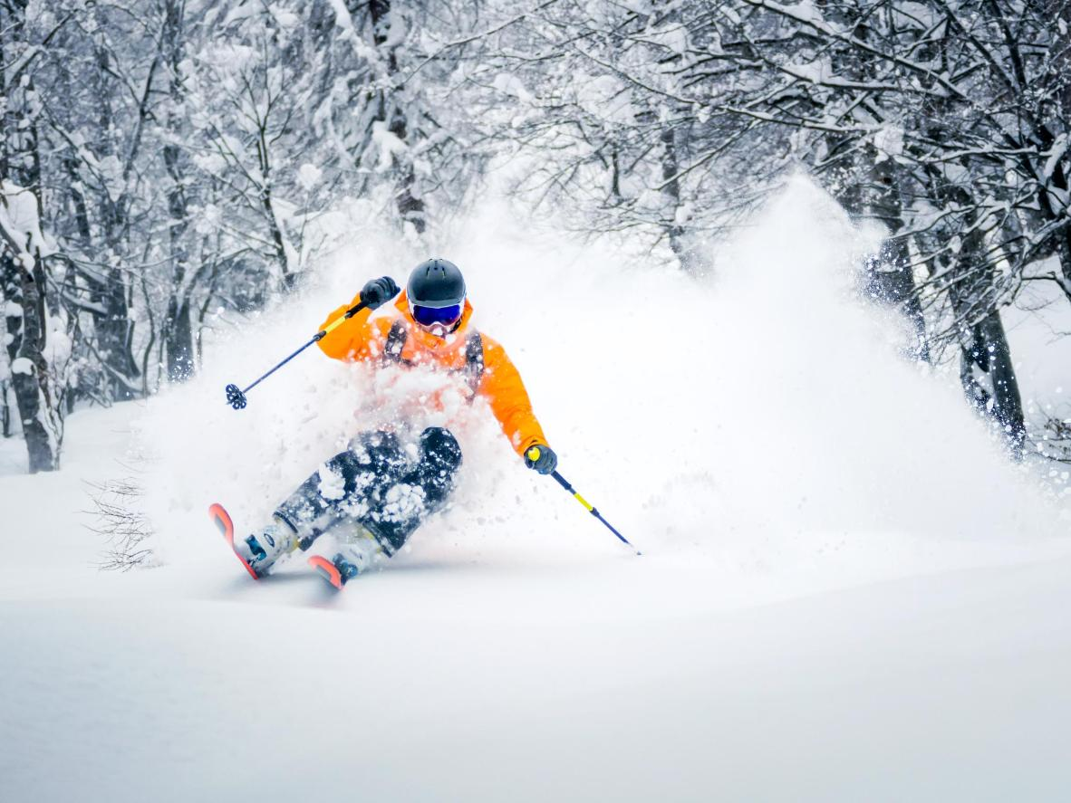 Tips to ski on Skiing Powder